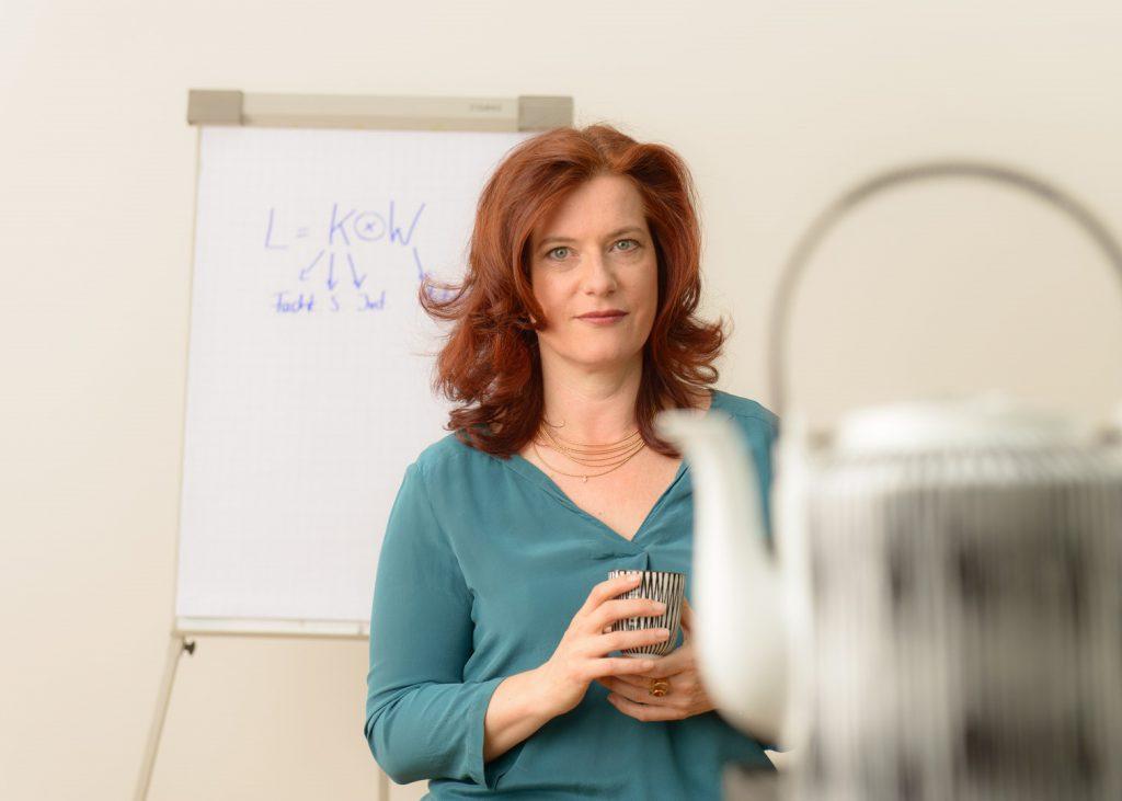 Dr. Annelen Collatz vor einer Tafel